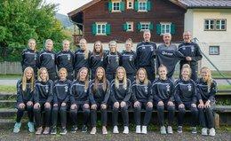 Neue Trainingsanzüge und Pullis für die Damen des SC Leogang